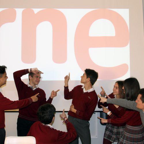 Los alumnos de Cultura Clásica celebran el éxito de su compañero
