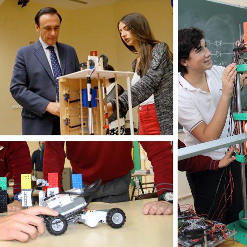 Alumnado trabajando en el aula de robótica